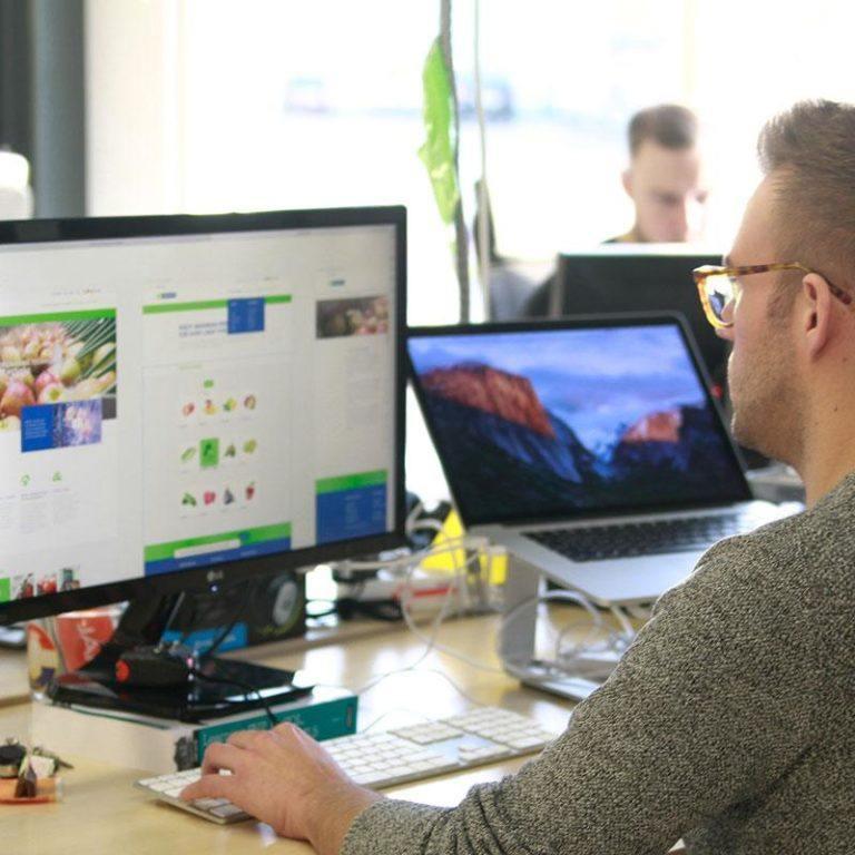 Onze WordPress designer Chris aan het werk!